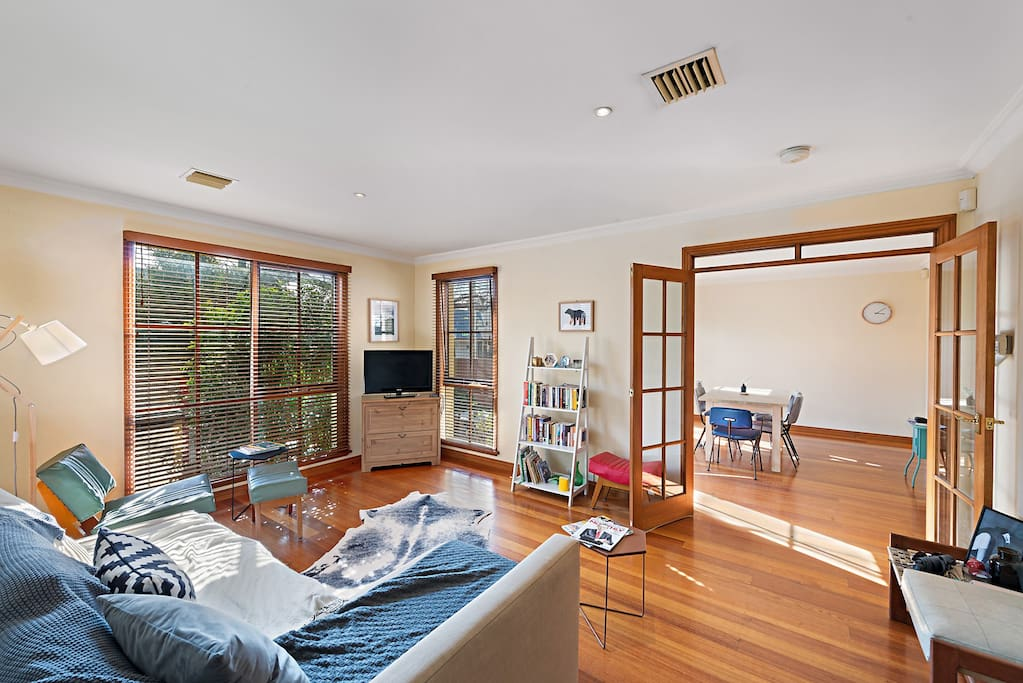 Large open-plan living area to relax. Lots of books and TV on demand including Foxtel.