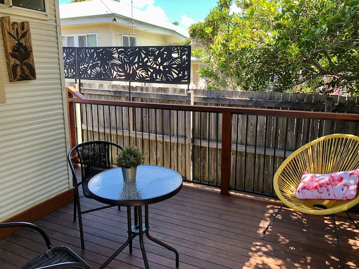 Boutique granny flat near Taigum - aircon and deck