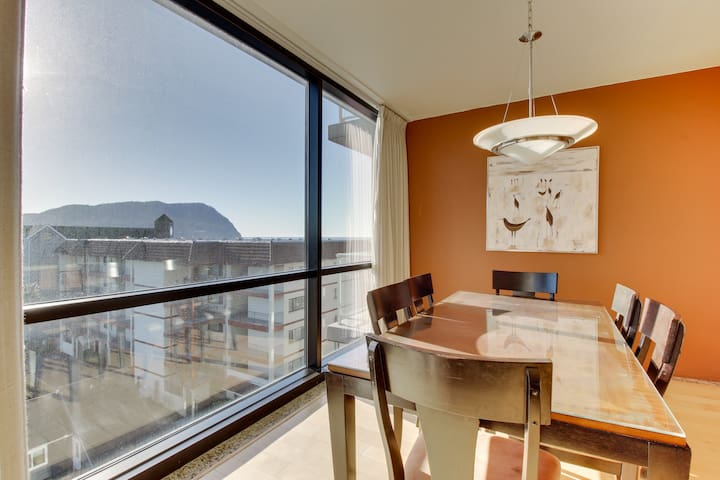 Bright, dog-friendly, fifth-floor condo w/ shared sauna & beach access
