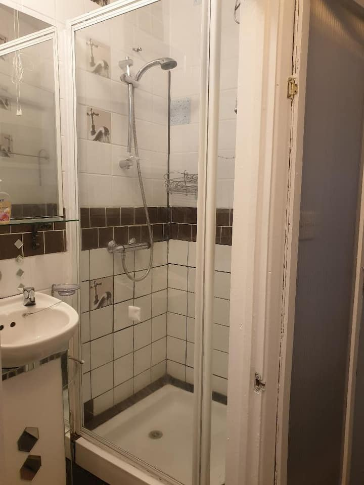 Quiet studio flat near to Heathrow Airport