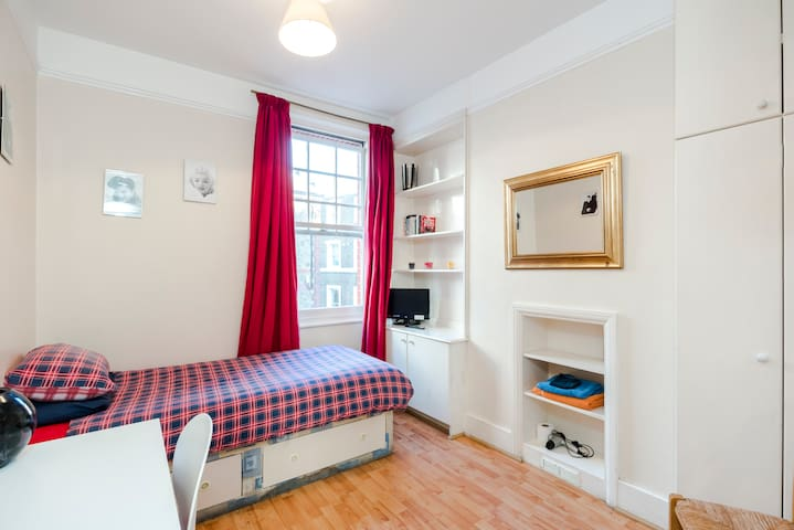 Cosy Single in Marylebone Village