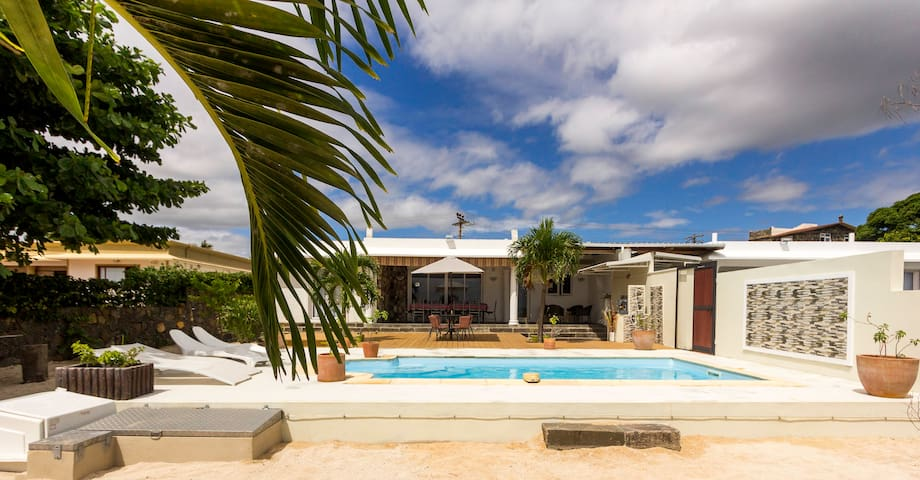SEASIDE HOUSE & PRIVATE POOL - Baie du Tombeau - Casa de campo