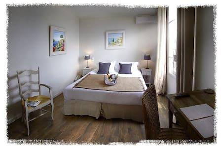 Double standard room - Tourrettes-sur-Loup - Bed & Breakfast