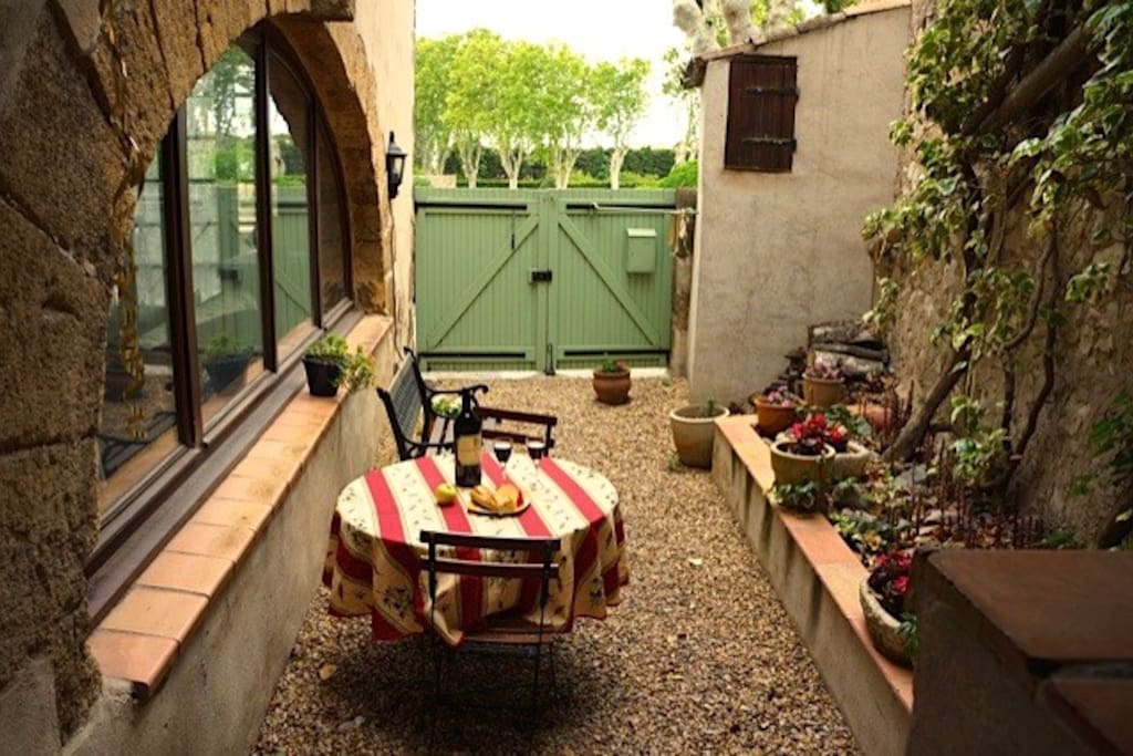 Enclosed courtyard for BBQ and alfresco dining!