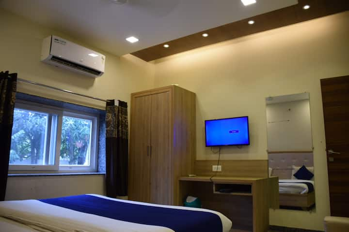 Luxury A/c Room @ (Divine villa)