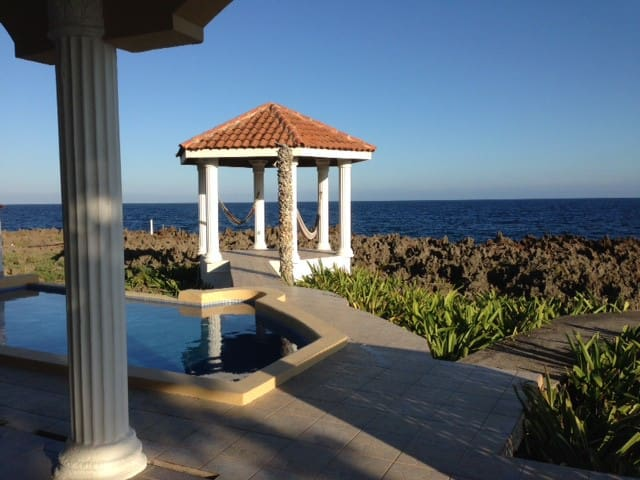 Ocean Front/Pool - 1 bedroom Villa Apartment - Flowers Bay