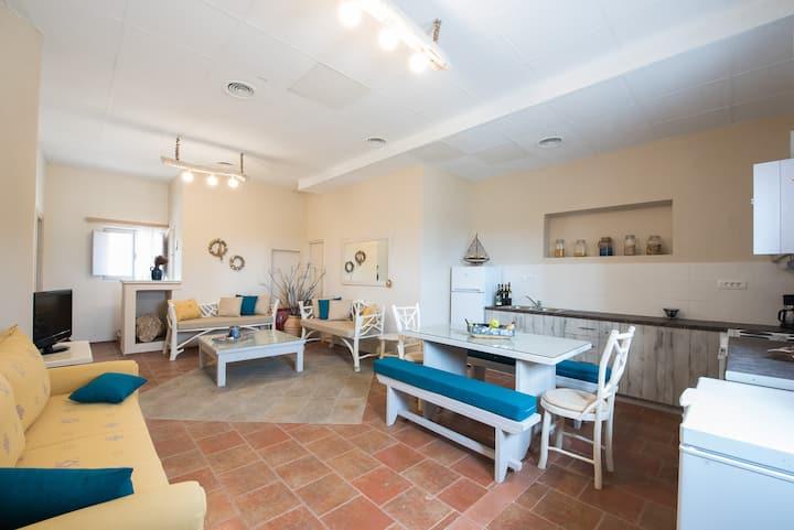 Modern villa for 9, Kapeli House Collection