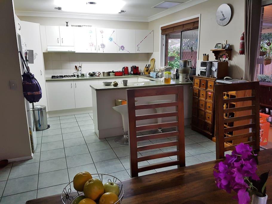 明るくて使いやすいキッチン。