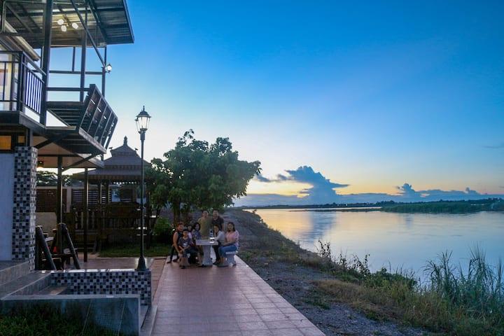 """แม่โขง ธาราวดี วิลล่า """"Mekong Tarawadee Villa"""""""