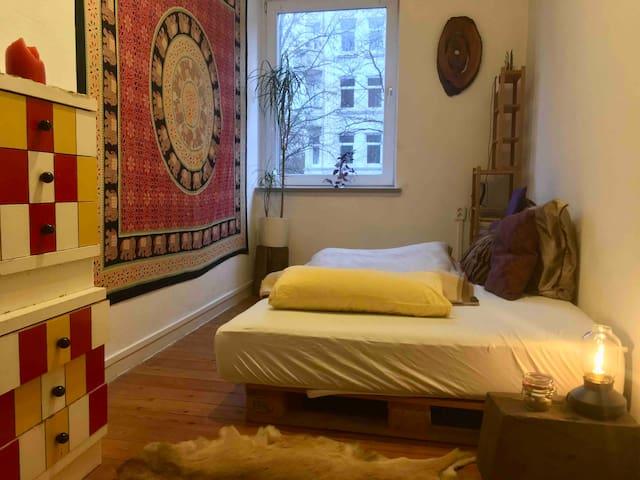 Schönes Zimmer zentral / Bohemian Room Central