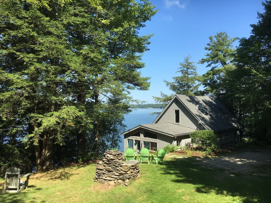 Gorgeous Lakefront Home Close To Burlington Cottages