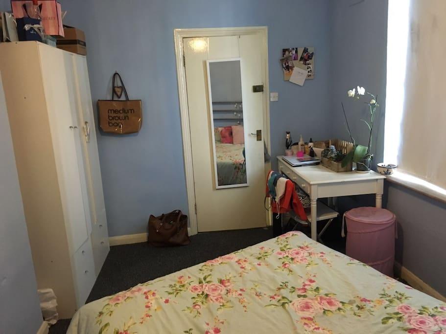 Guest room (sans table)