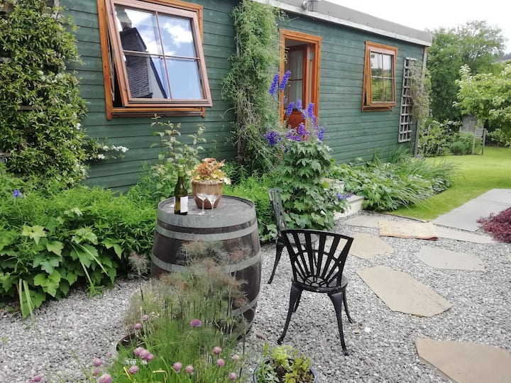 Mole Cottage Chalet.   Quiet, cosy self contained.