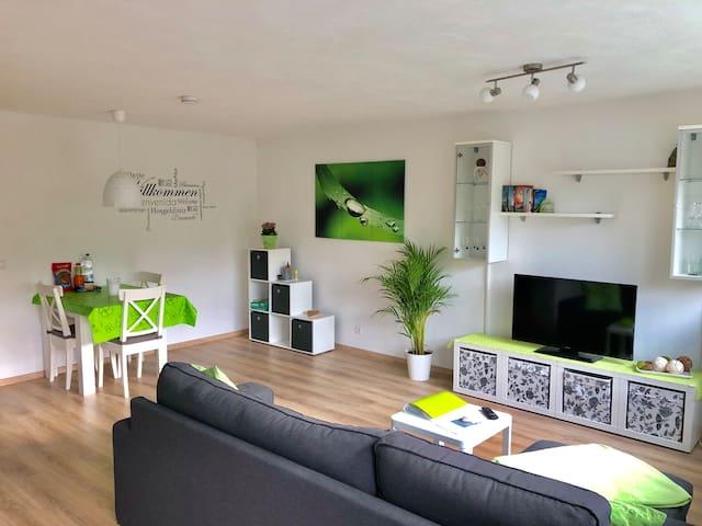 NEU eingerichtet: Wohn und Essbereich