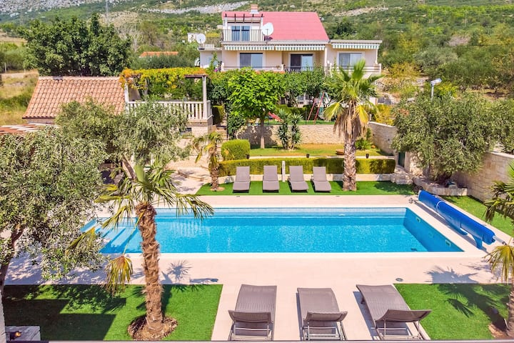 Villa Paula with 7 bedrooms, heated 36sqm private pool, Jacuzzi, Gym and sea views