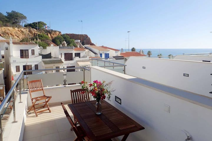 20 meters from the beach, Sea view & Pool