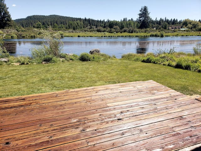 River view and access, short drive to Crater Lake!