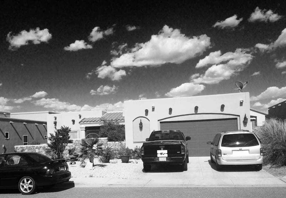 Even in black and white, Las Cruces is stunning!