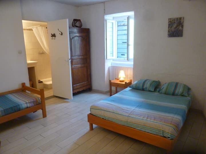 chambre d'hôtes lilas - Lou Couradou