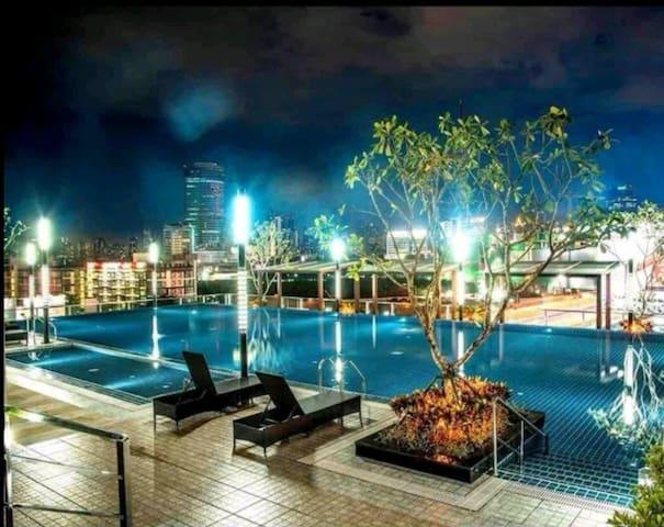 C26近火车夜市RCA地铁CentralPlaza城市景观高层一室一厅精装公寓中文房东免费泳池健身房