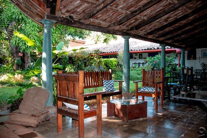 La Casona De Los Vega Historic Hostel at Izalco