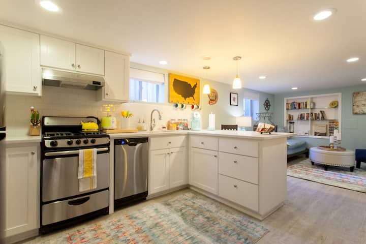 Bright and Airy 1bd/1ba Private Apt