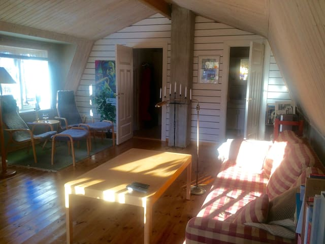 Bo i en fin strandvilla i sommar! - Sandviken SV - House