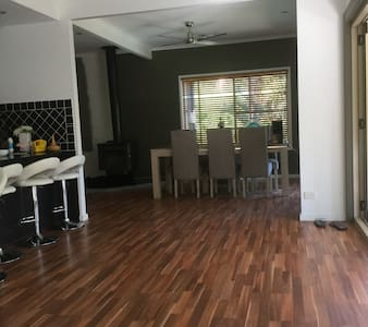Warm and welcoming comfortable home - Nambour