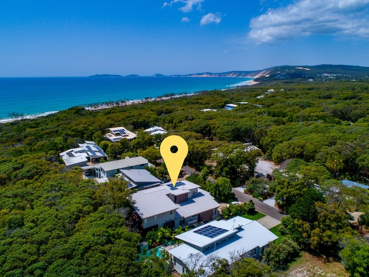 Luxury home -150m to the beach from your backyard