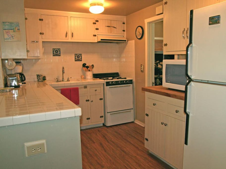 3-336 Sumner Up_kitchen_0653