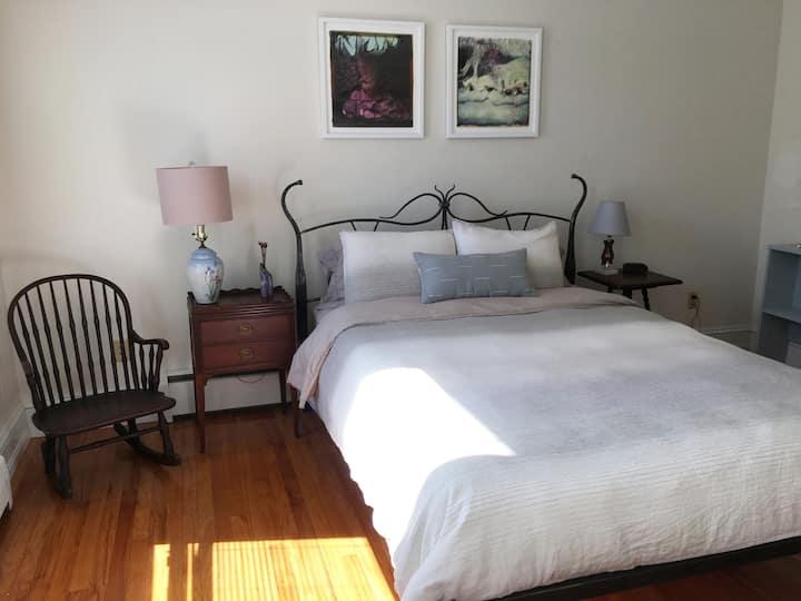 East Main Getaway! - Private 2 bedroom apartment