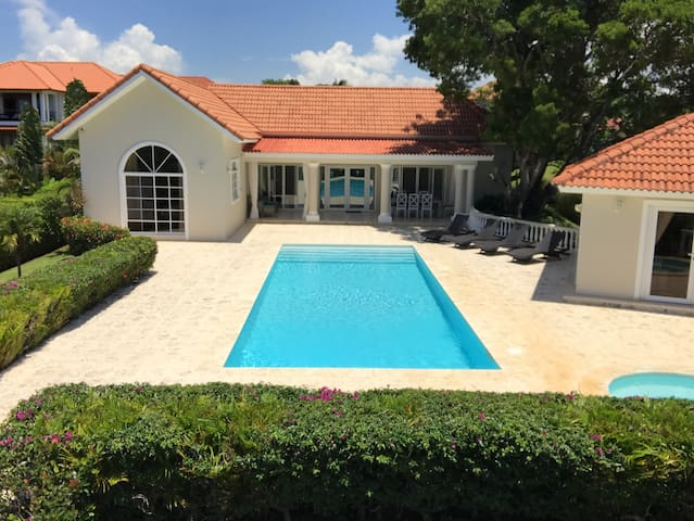 VillaTracey! Luxury 4BR 4BA Sosua Ocean View Pool