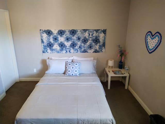 Cozy Suite Bedroom near the Strip