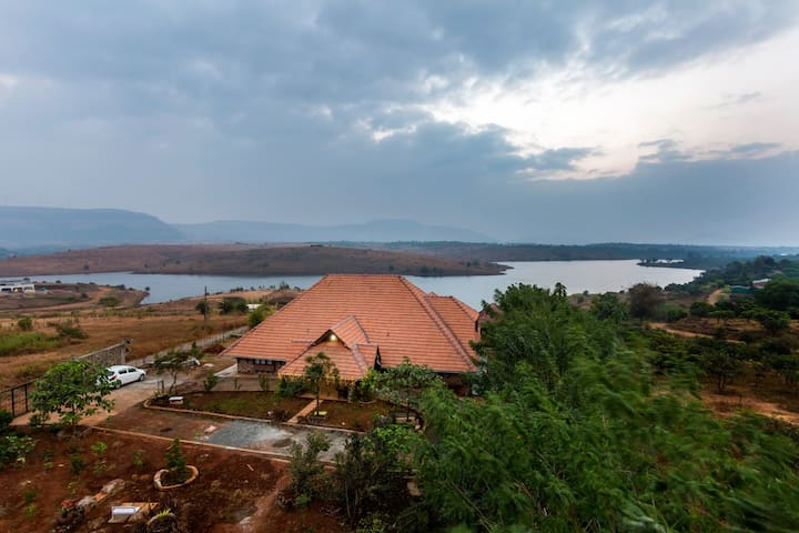 L'attitude, a beautiful lakefront villa in Kamshet - Pune - Villa