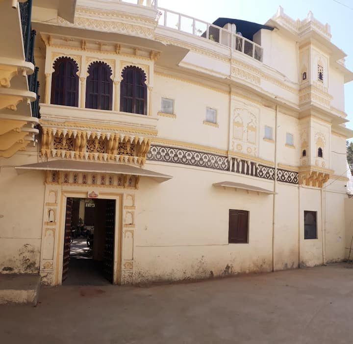 Royal Heritage Stay with Palace View