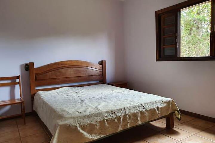 Quarto 4: cama queen