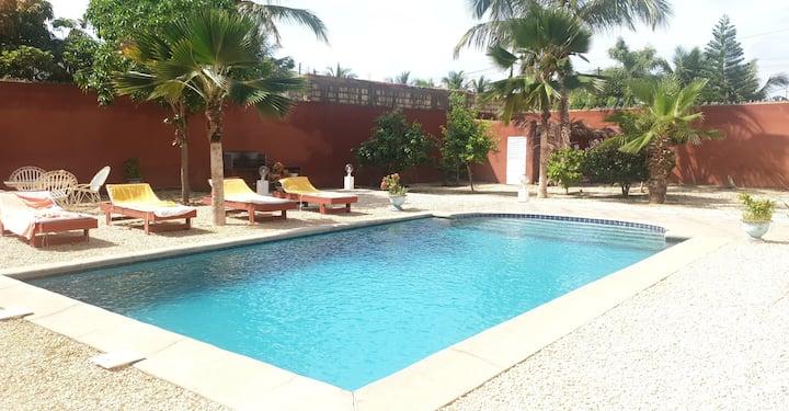 SALY: Villa piscine privée - Chambre 20m² avec SdB