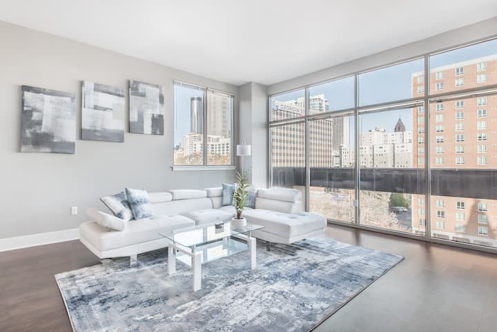 Downtown Luxurious 2B/2B with City View!