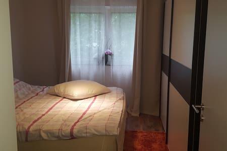 2 Zimmer-Küche-Bad, Balkon 1.Etage,ein Parkplatz - Trier - Apartment