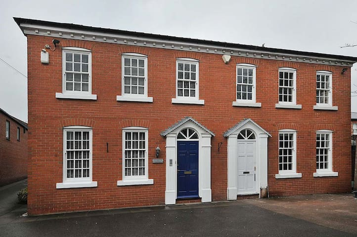 Slaters Court, New 1 bed town centre attic. - Knutsford - Apartamento