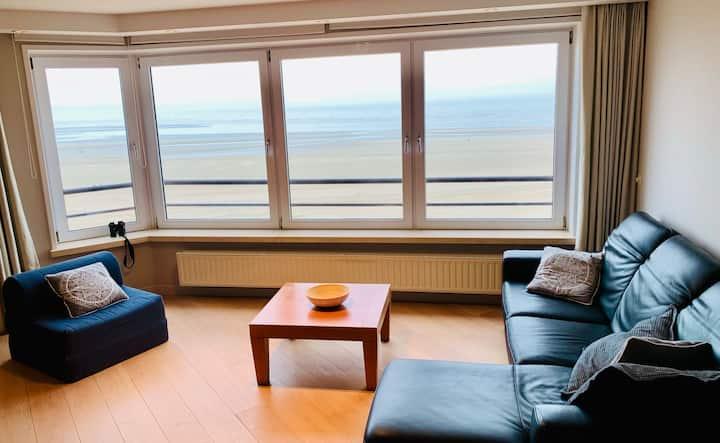 Ruim appartement op Zeedijk met prachtig uitzicht