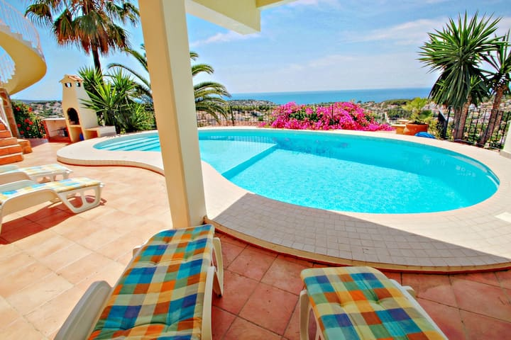 Los Llanos - sea view villa with private pool in Benissa