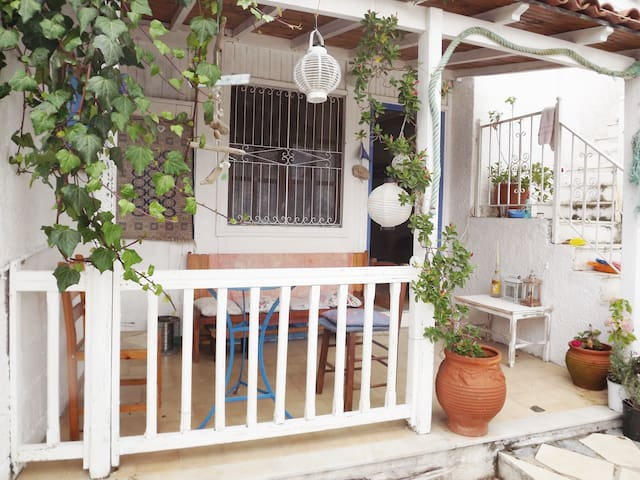 Quirky little private apartment In Troulos