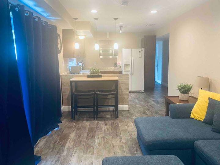 Spacious getaway close to Universal and Outlets!