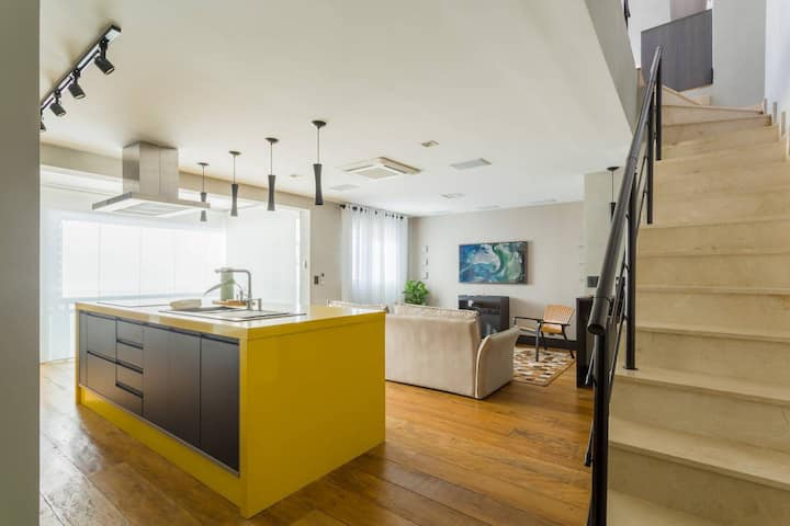 MO2705B Cool Penthouse with stunning sunroof