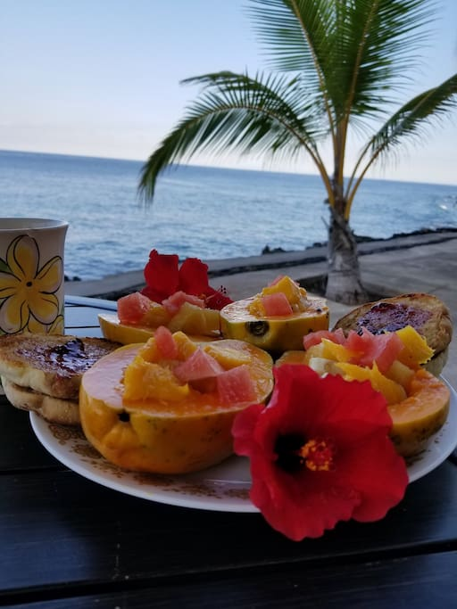 Have breakfast on the lanai by the sea!