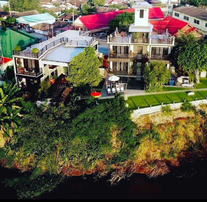 Family luxury Villa&Pool   奢华家庭度假别墅