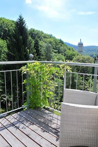 Blick ins Grüne und zentral, Balkon
