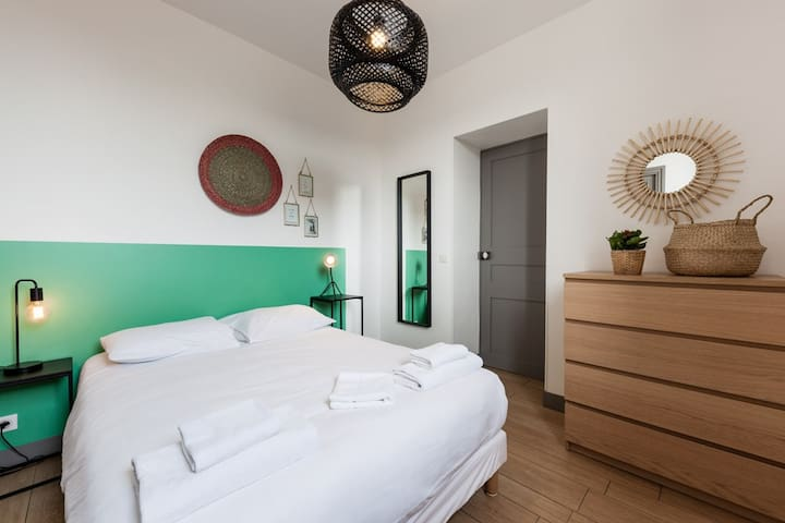 Ideally located 2 steps from the Old Port - Jade