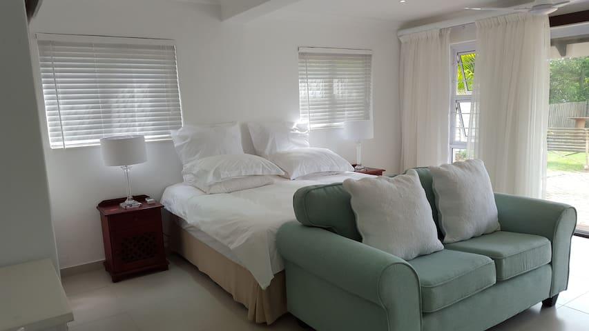 Cameron House Self-catering Flat 2 - Umhlanga
